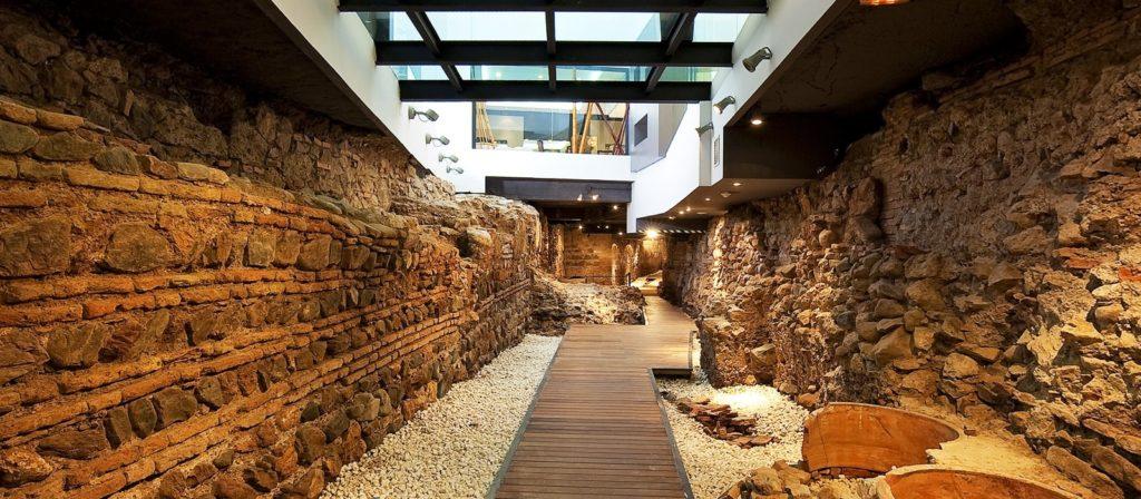 parte de la muralla árabe en el interior del hotel vincci selección posada del patio en Málaga