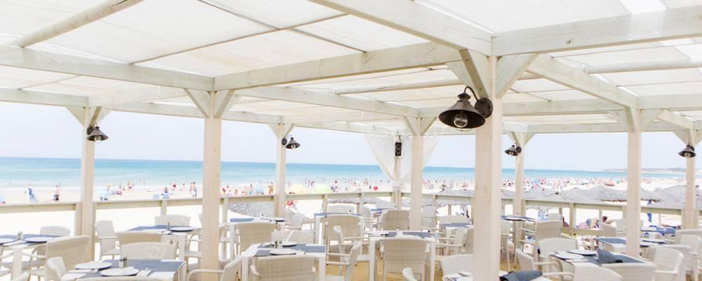Chiringuito de playa del hotel Vincci Costa Golf 4 estrellas Cádiz