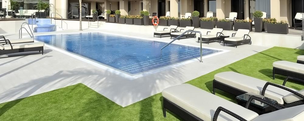 Piscina exterior del hotel Vincci Selección Aleysa Boutique & Spa 5 estrellas Málaga