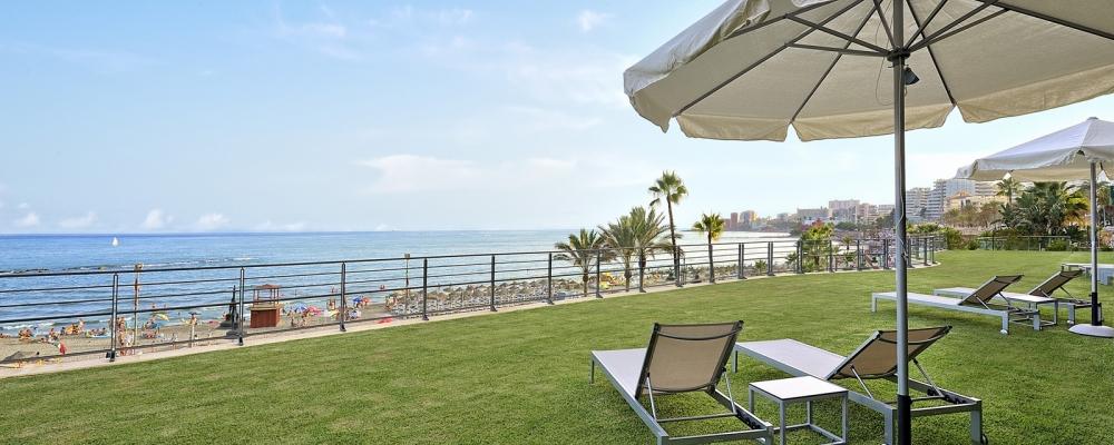 Vistas a la playa desde el jardín del hotel Vincci Selección Aleysa Boutique & Spa 5 estrellas Málaga