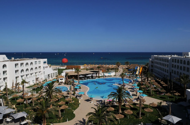 Pool at the hotel Vincci Nozha Beach & Spa 4* Hammamet.