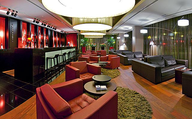 Cafeteria-lounge at the Vincci Frontaura 4* Valladolid.