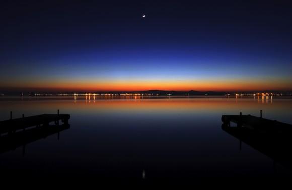 *La Albufera de Valencia at night. / Photo: Chrischroschrus.