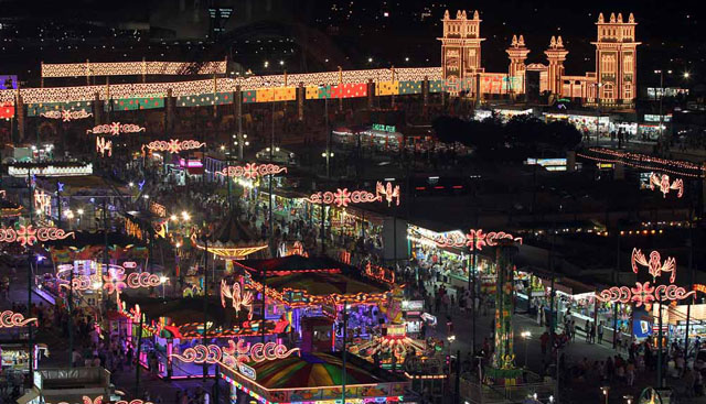 Malaga Fairground during the August Fair, at night. / Photo: Elmundo.es