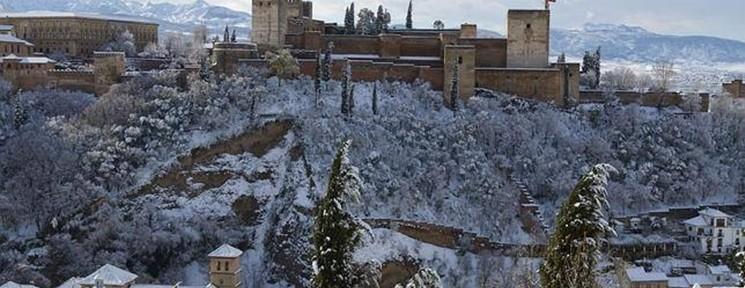 Discover Granada under snow…