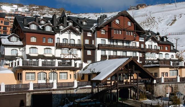Fachada hotel Vincci Rumaykiyya Sierra Nevada