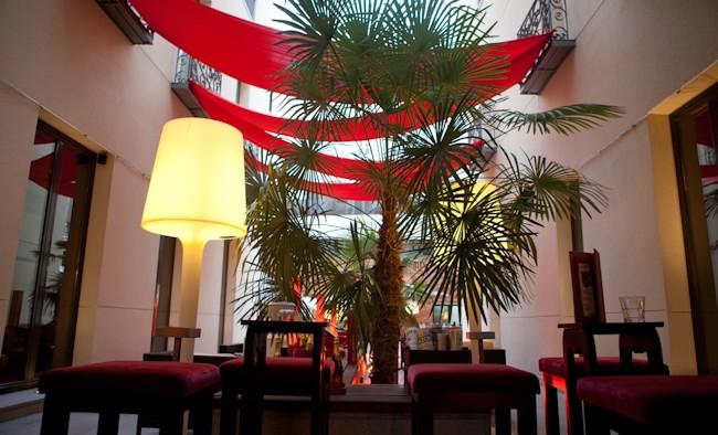 Terraza bar restaurante hotel Vincci Soho Madrid