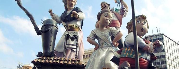 En el corazón de las fallas en Valencia