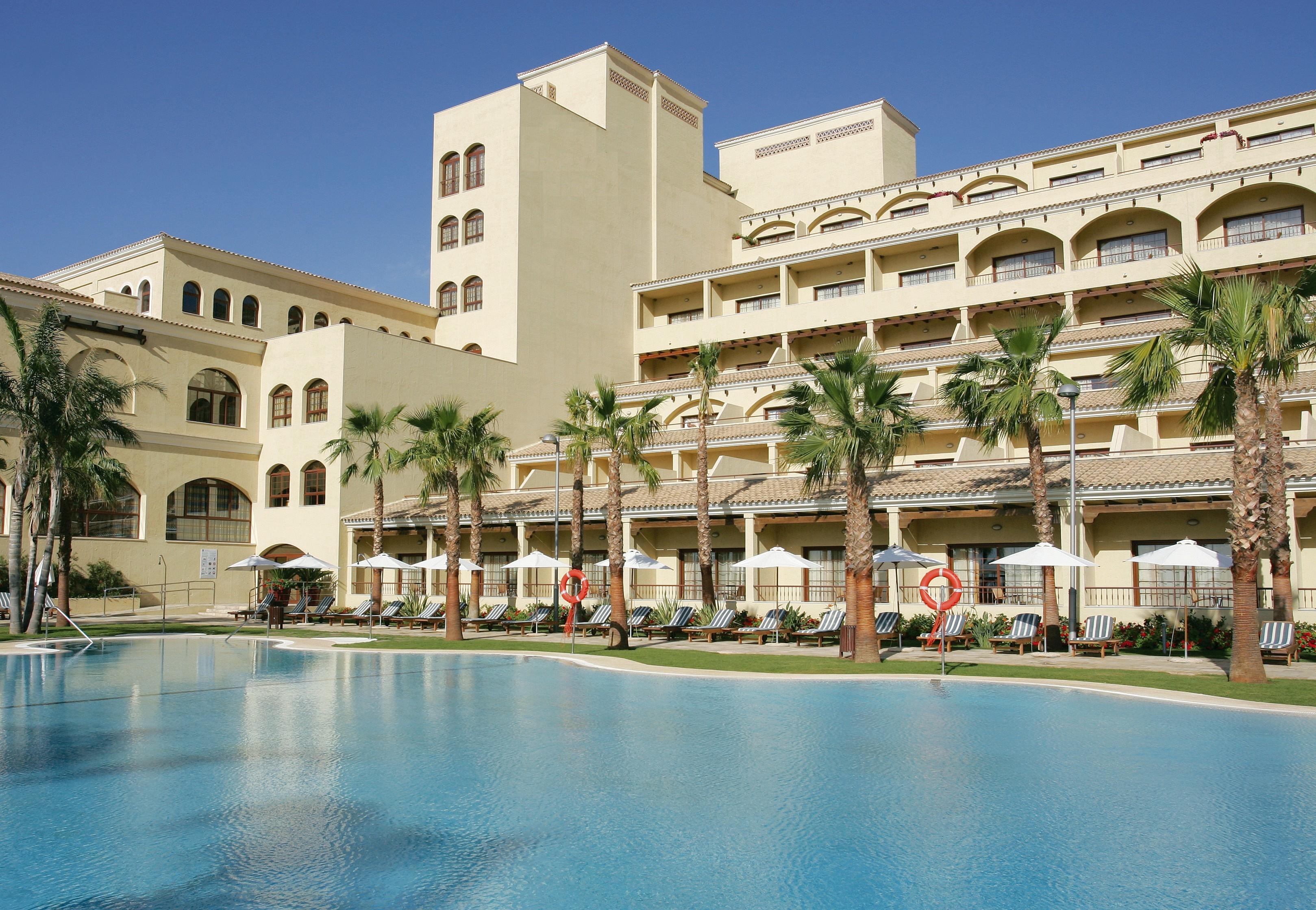 Viajar con ni os ellos se divierten t descansas viaja for Hoteles con piscina en almeria
