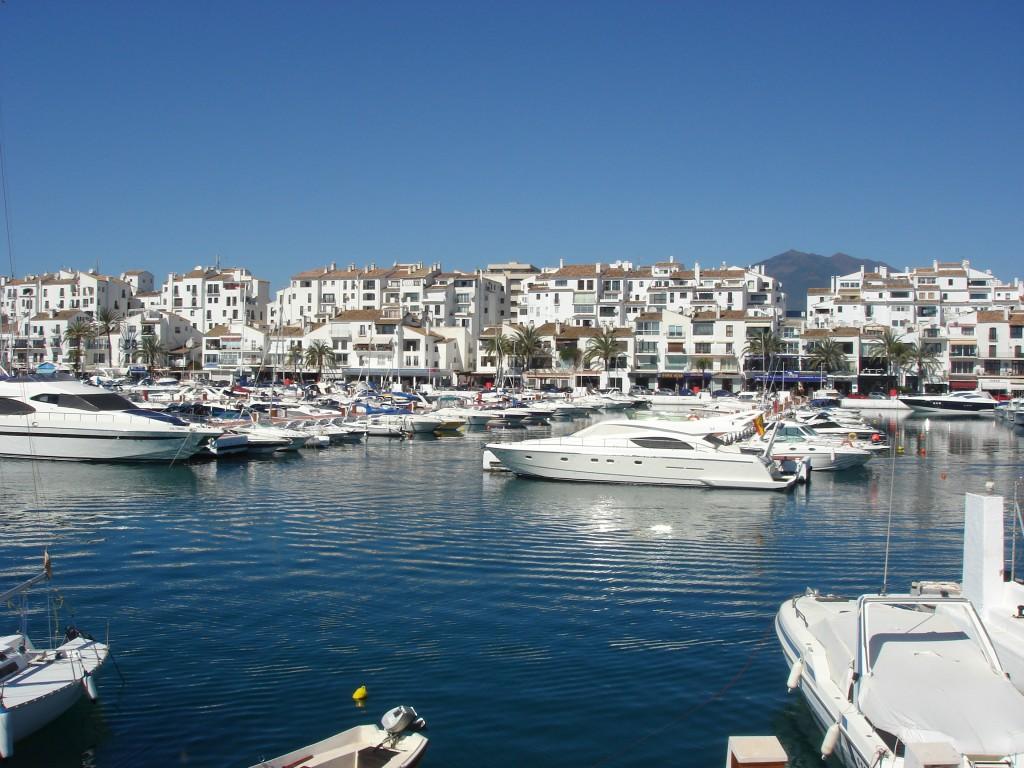 Puerto Banús, Marbella, Málaga, España. / Foto: Wikipedia.