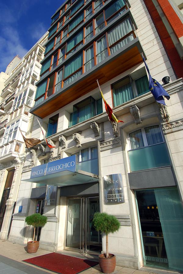 Fachada del hotel Vincci Puertochico 4* Santander.