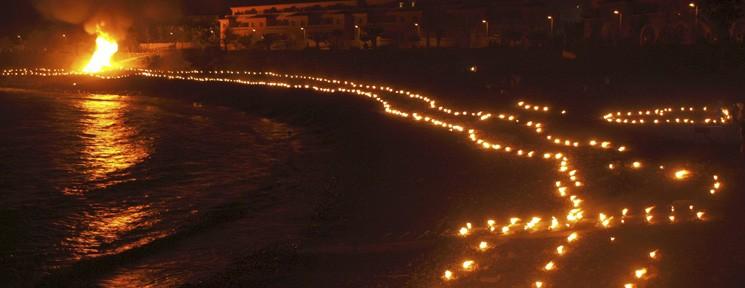 La magia de San Juan inunda las playas de Barcelona, Valencia, Tenerife y Marbella