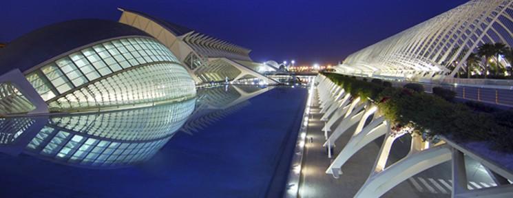 Destinos para conocer la fauna del planeta: zoos en Madrid, Barcelona, Santander y L' Oceanogràfic de Valencia.