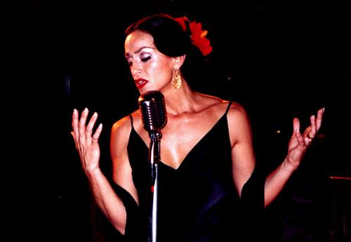 Mujer cantando fado, Lisboa, Portugal. / Foto: patrimoniosdelahumanidad.com