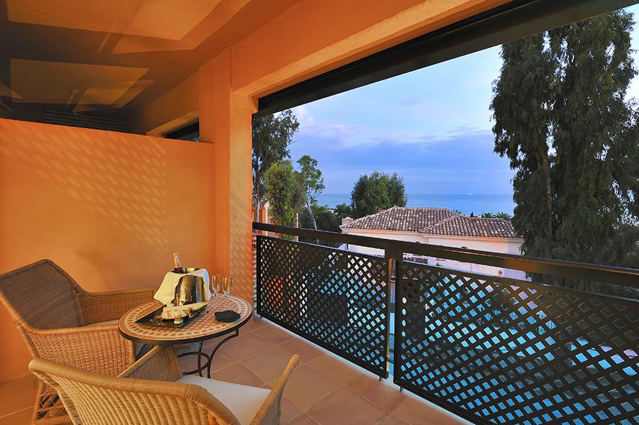 Terraza de habitación del hotel Vincci Selección Estrella del Mar 5* Málaga - Marbella con vistas al mar.