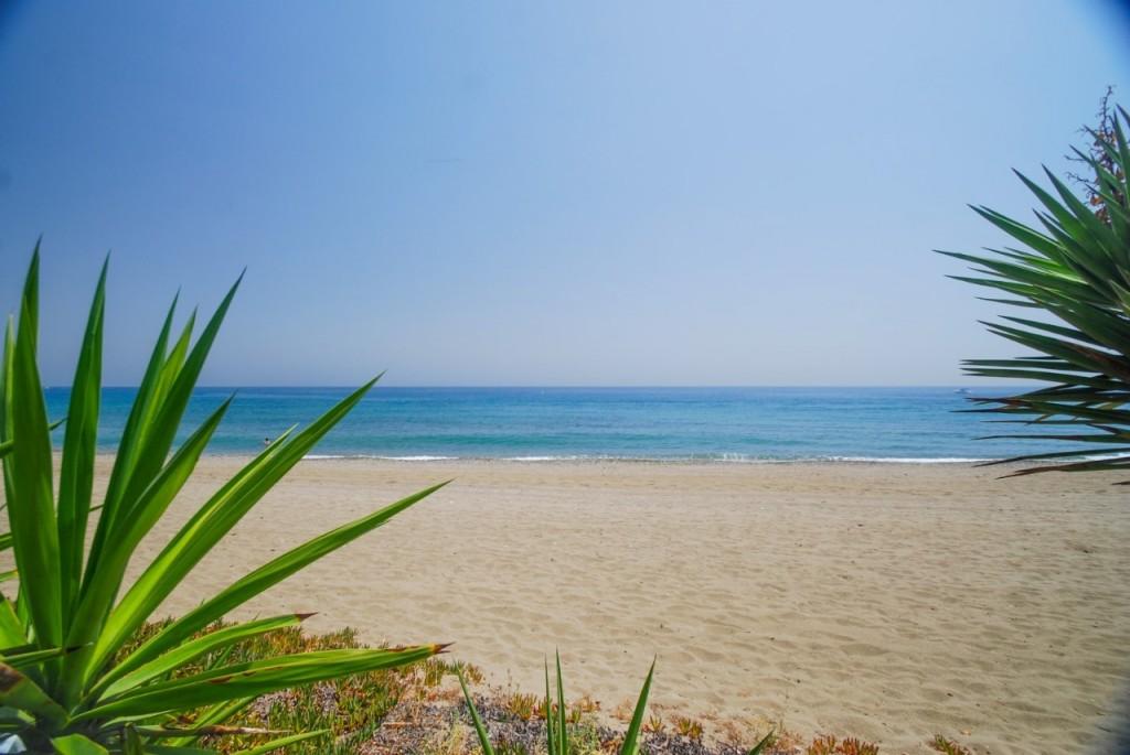Playa de Guadalmina, Marbella, Málaga. / Foto: eralia.remax.es