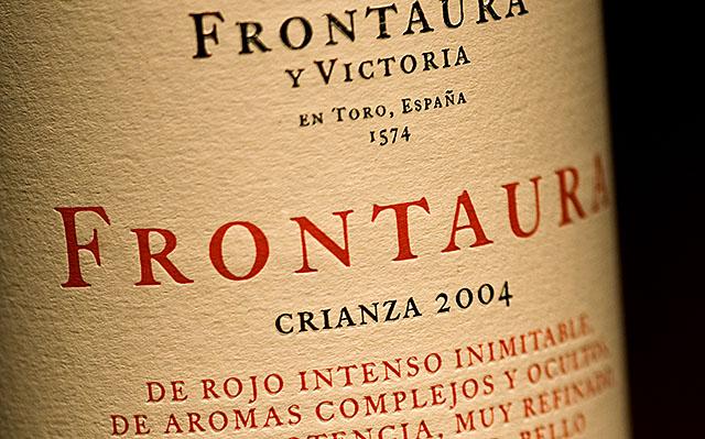 Botella de vino Frontaura Crianza.