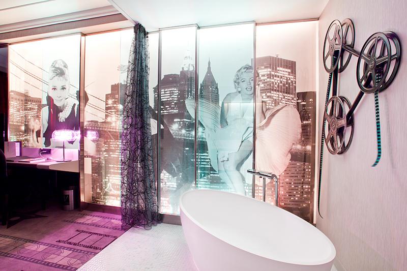 Bañera en una de las habitaciones del hotel Vincci Capitol 4* Madrid.