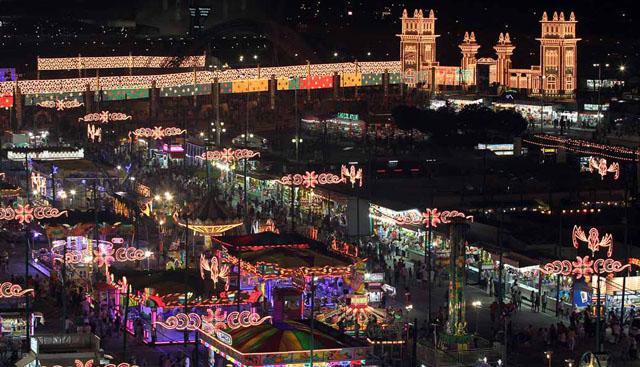 Recinto Ferial de Málaga en la Feria de Agosto de noche. / Foto: Elmundo.es