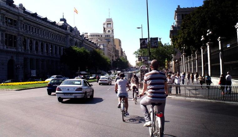 Bicicletas por el centro de Madrid. / Foto: disfrutamadrid.com