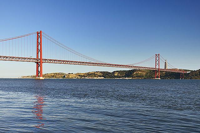 Puente 25 abril