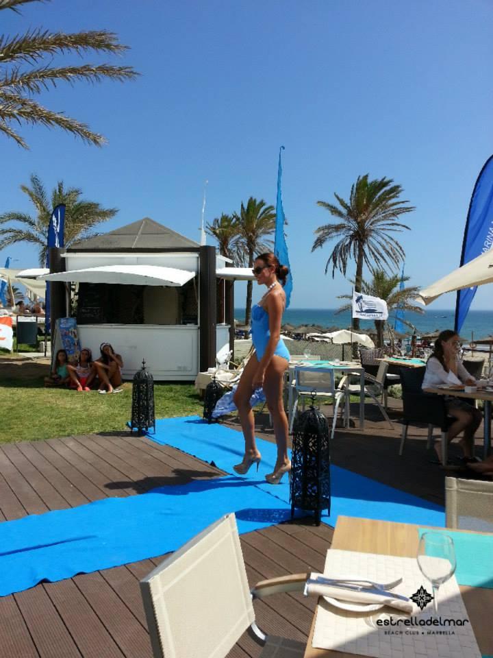 Desfile en Beach Bar Fashion Experience, Beach Club Estrella del Mar, Marbella.