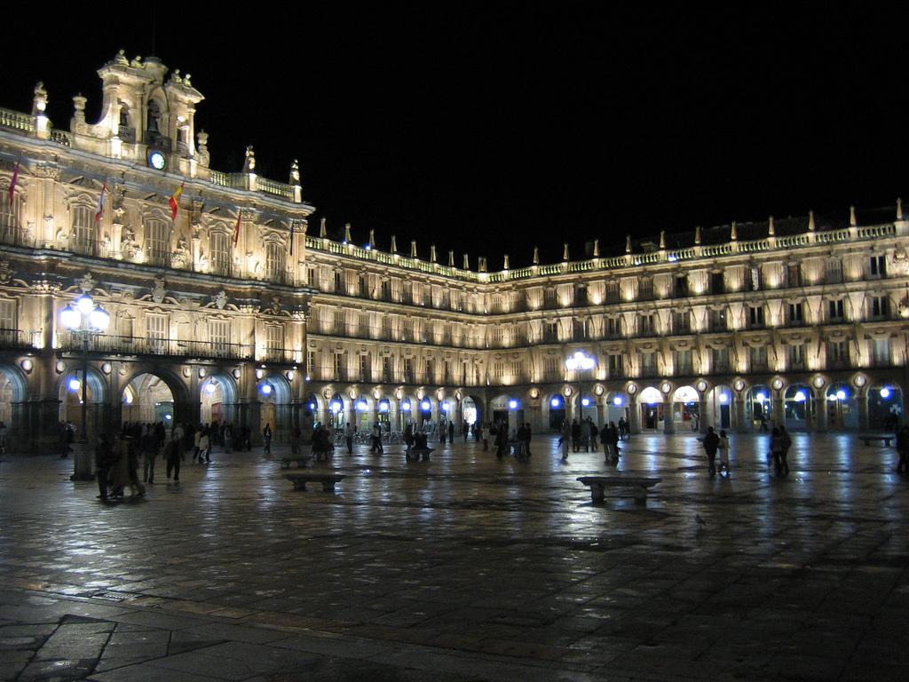 Plaza Mayor de Salamanca de noche.