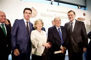 José Manuel Soria y Mariano Rajoy con Rufino Calero y su mujer