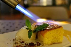 torrijas de sobao pasiego, helado de miel y piñones y crema de orujo