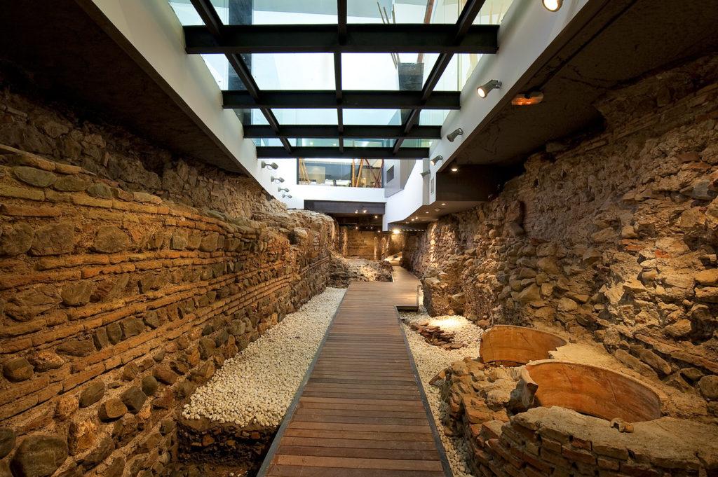 Muralla de Málaga integrada en el edificio de Vincci Posada del Patio