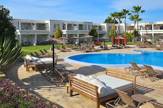 Piscina del hotel Vincci Costa Golf de Cádiz