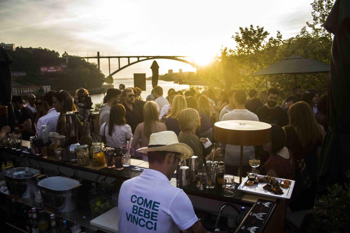 """Este verano, """"Douro Sky Lounge"""" la terraza de Vincci Porto 4* propone disfrutar de unas vistas inmejorables y del mejor ambiente de Oporto"""