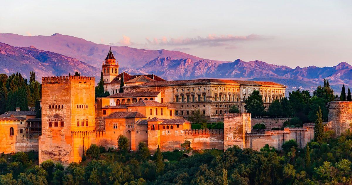Monumentos en Granada: La Alhambra y otros tesoros que no te puedes perder si viajas a Granada