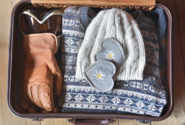 ropa organizada maleta de mano