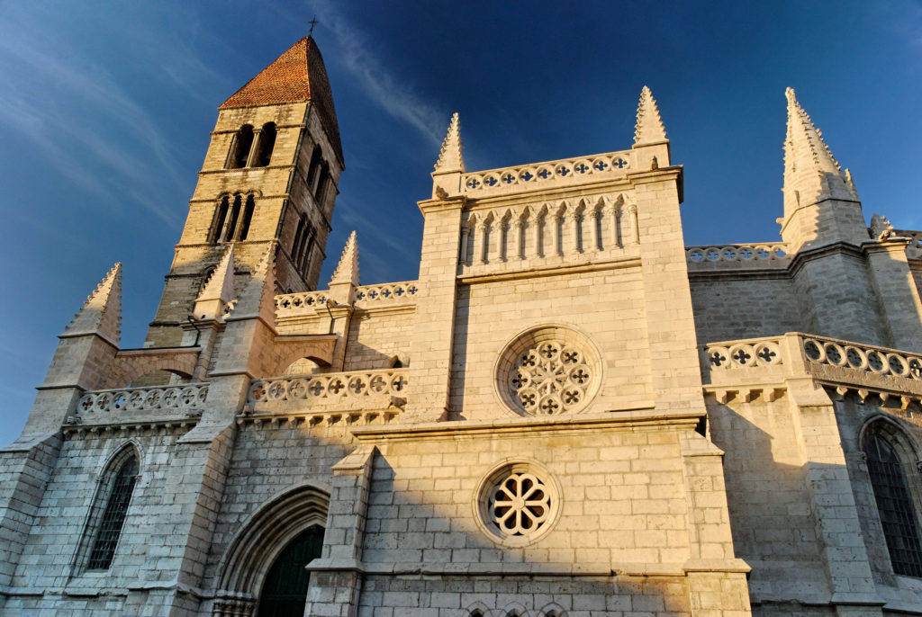 Fachada de la Iglesia de Anta María de la Antigua en Valladolid