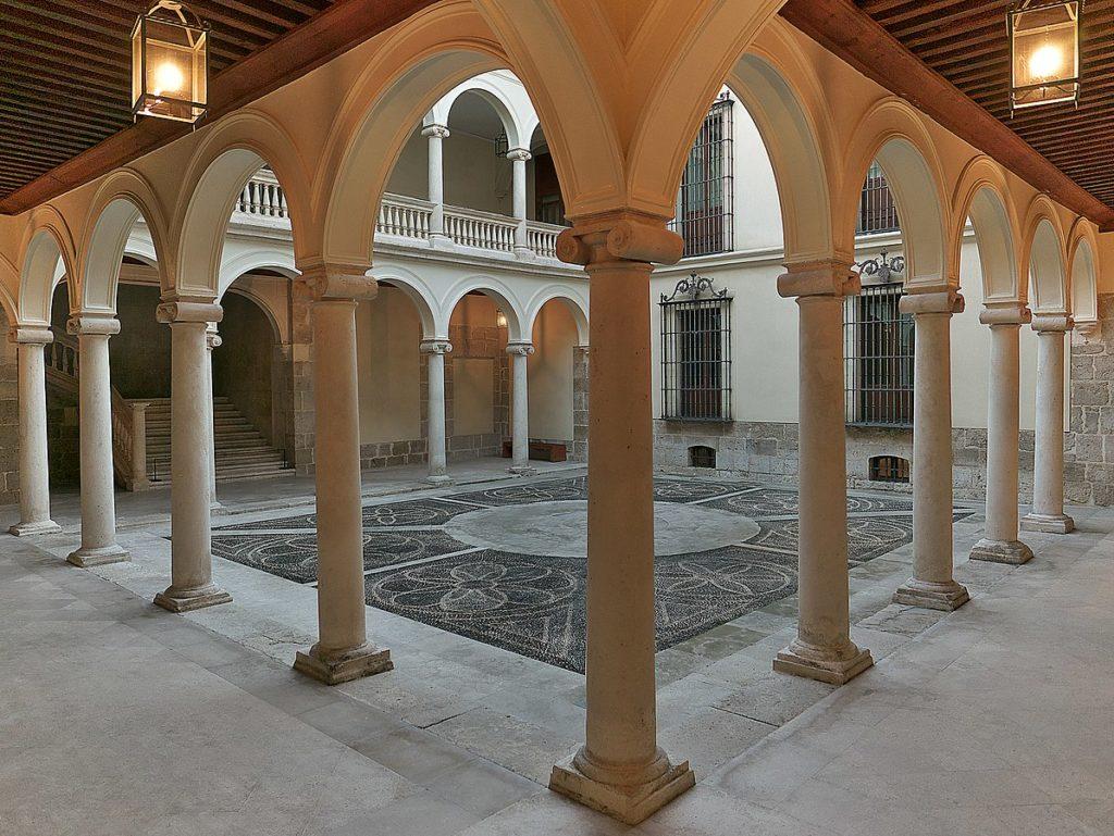 Patio del Palacio de Villena en Valladolid