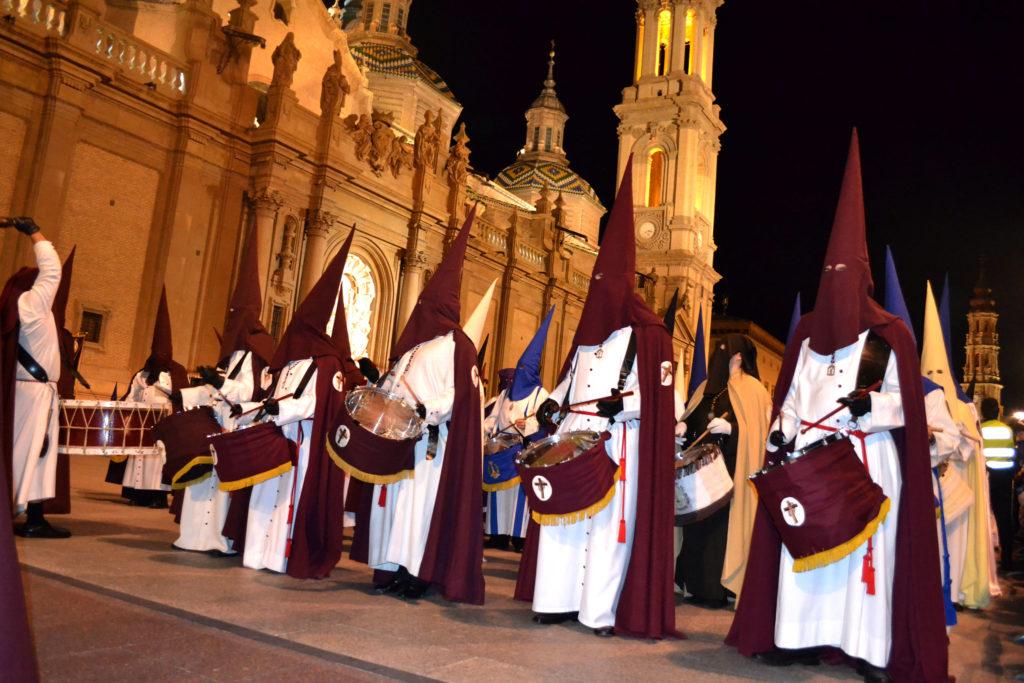 Cofradía de Jesús Camino del Calvario en procesión en Zaragoza