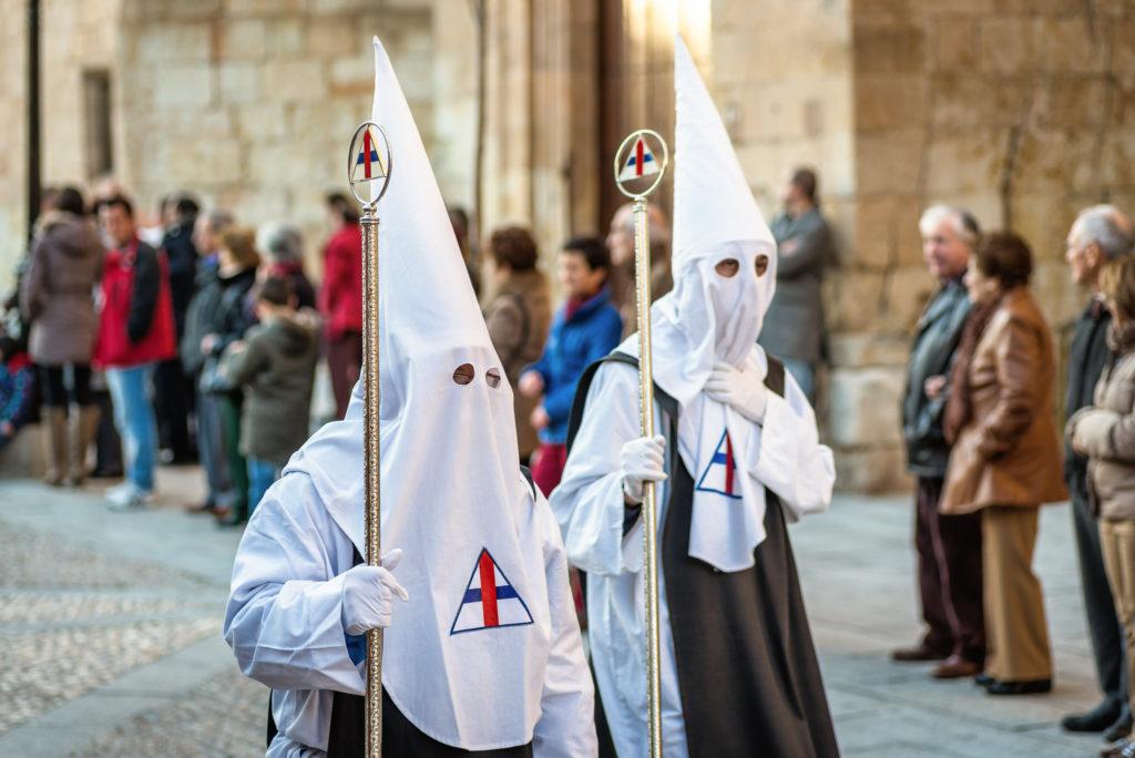 Hermandad del Via Crucis en procesión en Salamanca