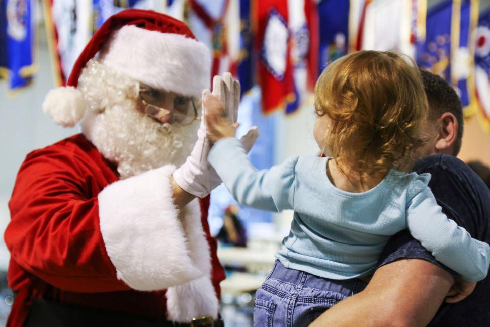 niña papá noel navidad