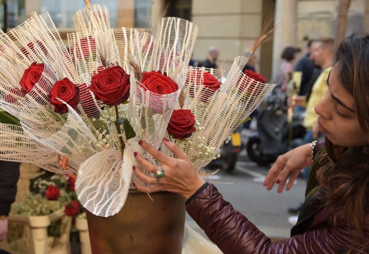 Día de Sant Jordi en Barcelona, ¿cómo se celebra y qué hacer?