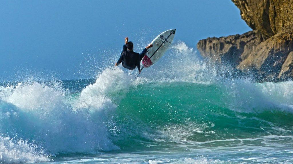 surf en playa de los locos