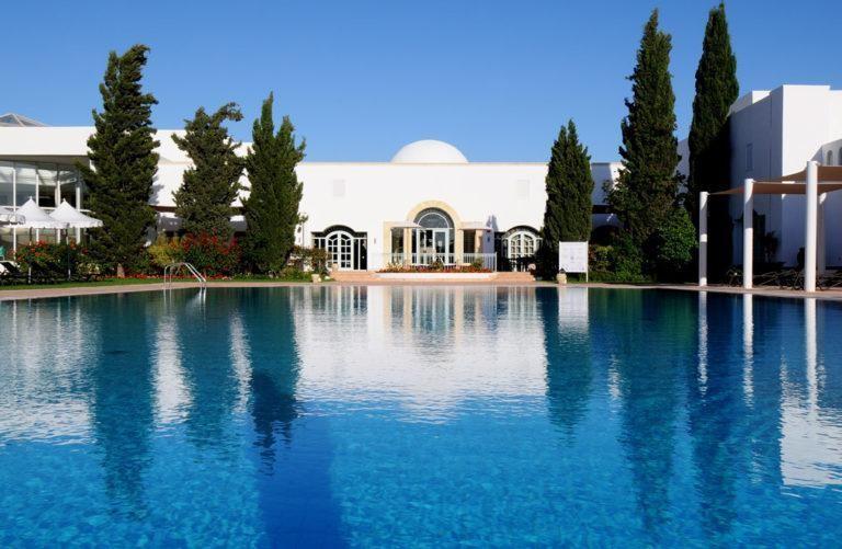 piscina del hotel vincci flora park en túnez