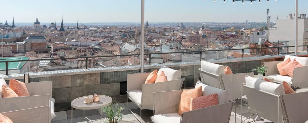 bar exclusivo con terraza y mirador del hotel Vincci Capitol de Madrid