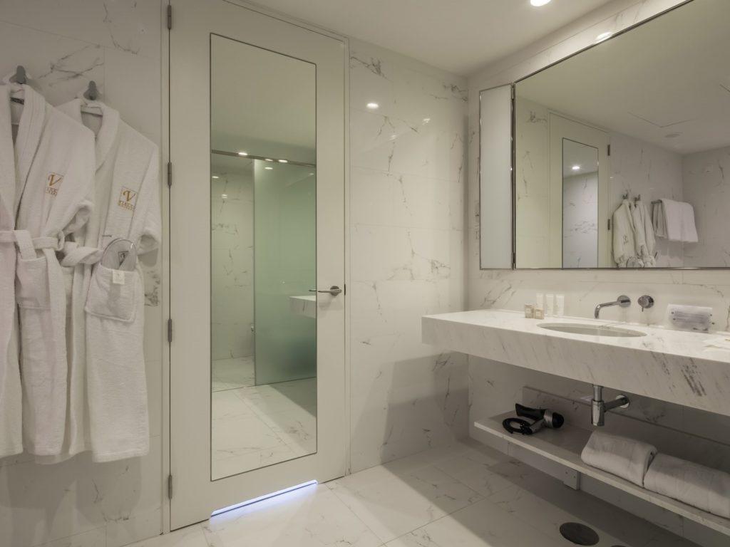 Cuarto de baño del hotel Vincci Porto
