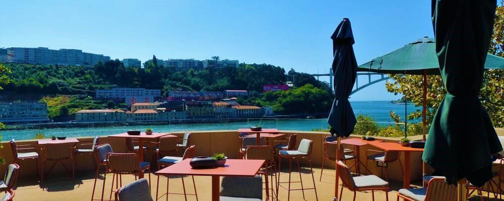 Terraza Douro Sky Lounge del hotel Vincci Porto