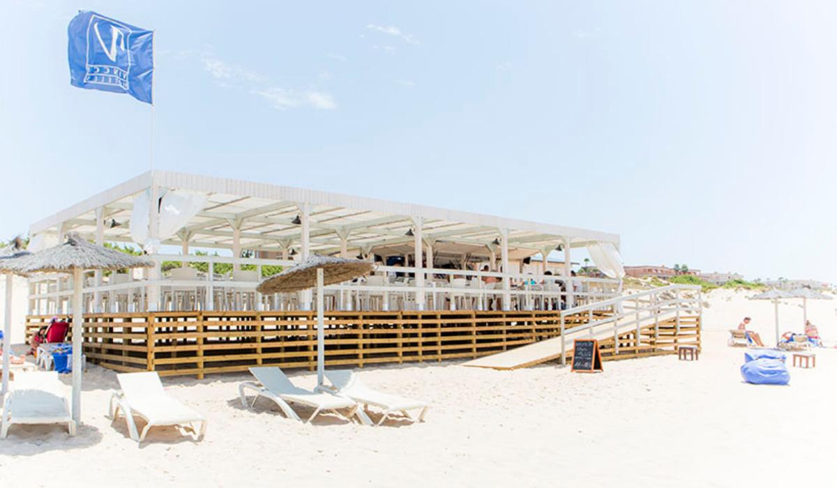 Vincci Costa Golf 4* propone disfrutar del mejor ambiente gaditano de Sancti Petri desde su chiringuito de playa