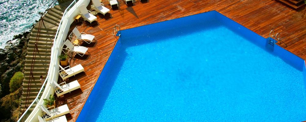 Vista aérea de las piscinas exteriores del hotel Vincci Tenerife Golf 4 estrellas