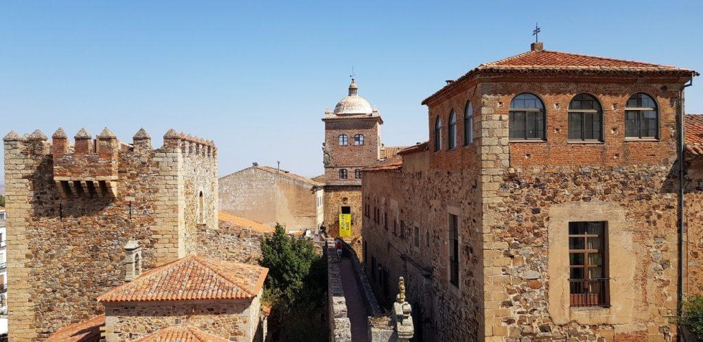 muralla cáceres