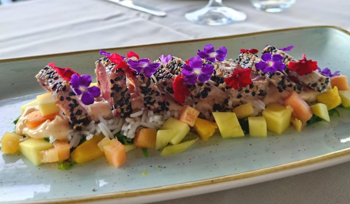 Receta Poke Hawaiano con Tataki de Atún Rojo – El Mercado de Vincci Costa Golf 4*