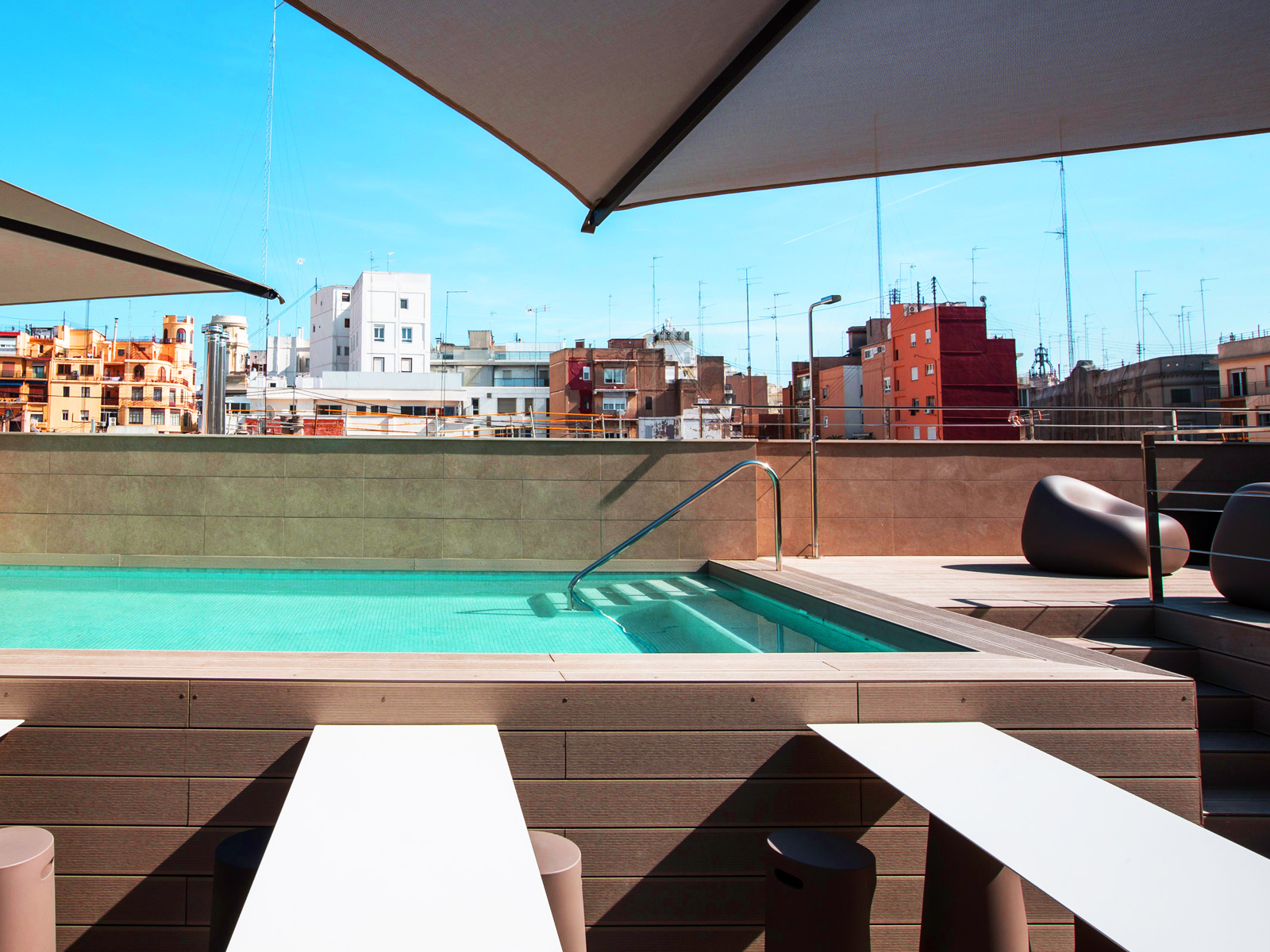 Hotel con plunge pool en valencia vincci mercat for Hoteles en valencia con piscina